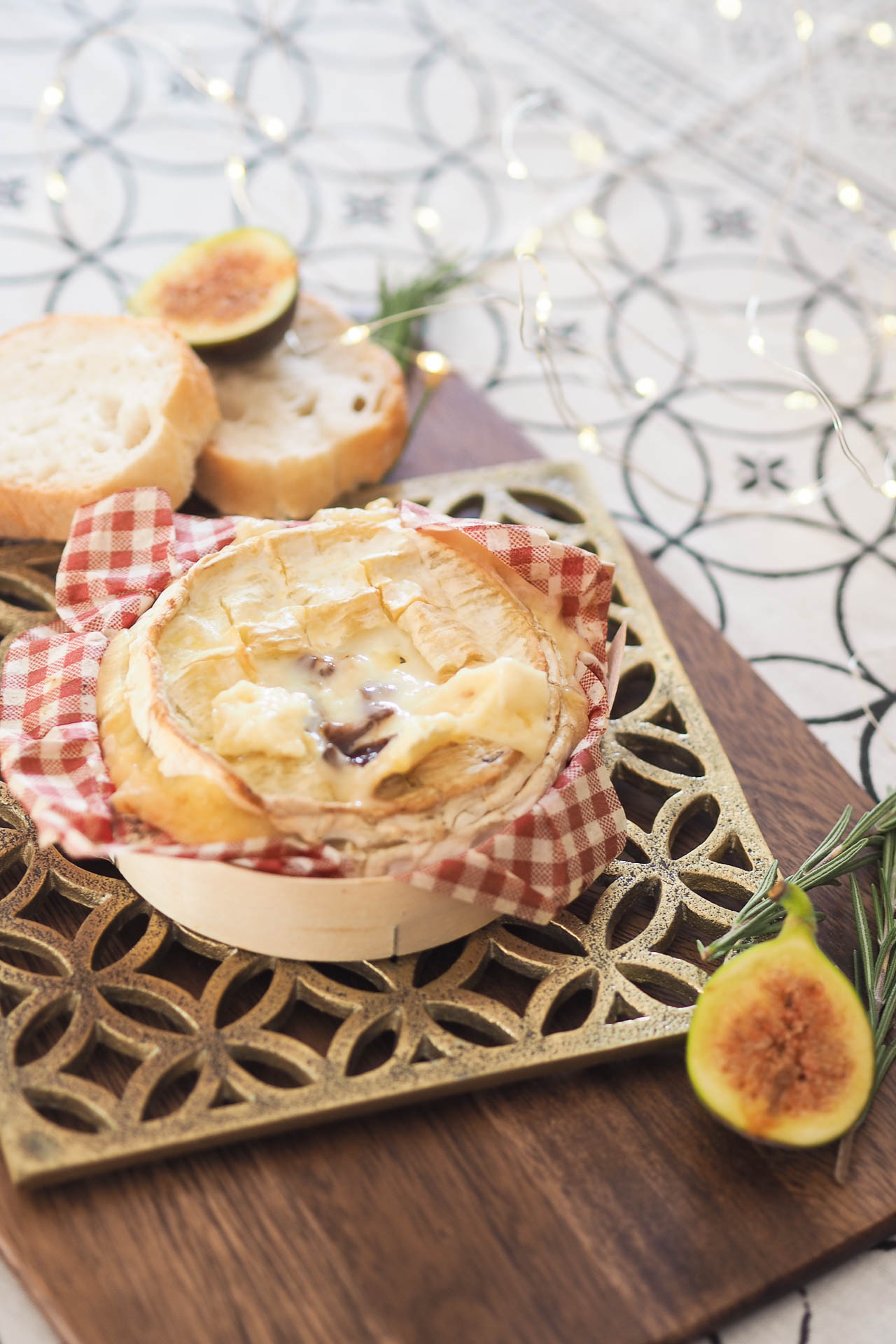 Baked camembert with caramelised onion and maple syrup recipe